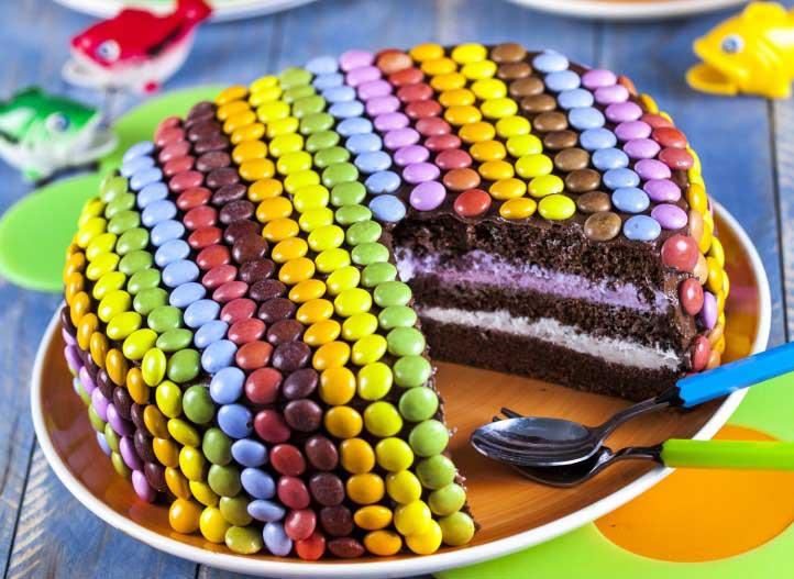 bolo colorido mm's - tudo feito com sabor de quero mais